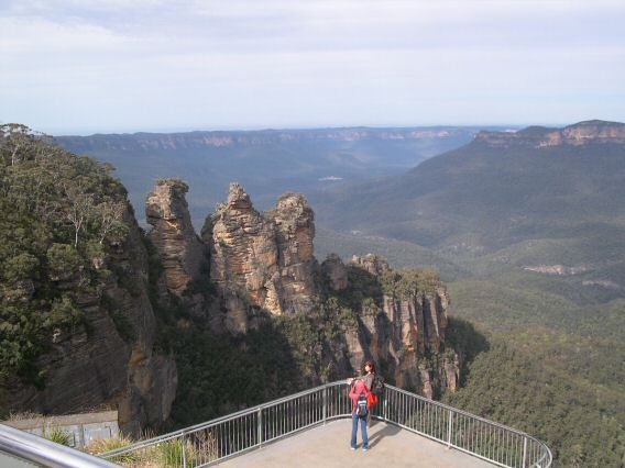 Three Sisters rock formation in Blue Mountains